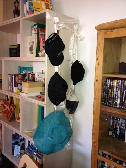 ranger chapeaux et casquettes. Black Bedroom Furniture Sets. Home Design Ideas